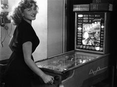 #Robert Doisneau|Le flipper du bar du Mayol. 1953. Robert Doisneau. Atelier Robert Doisneau | Site officiel