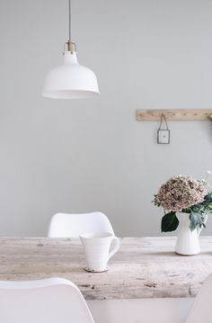 Esszimmer Update – Wandfarbe selber mischen The post Esszimmer Update – Wandfarbe selber mischen app Diy Interior, Cafe Interior, Interior Architecture, Interior Design, Dining Room Colors, Hygge Home, Decoration, Room Decor, House Styles