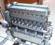 ◆ Visit MACHINE Shop Café ◆ (The 16 Cylinder Bugatti Engine)