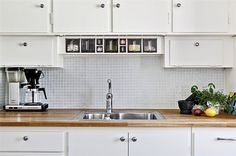 Funkiskök med ekskiva och mosaik, moccamaster Vintage Country, Retro Vintage, New Kitchen, Kitchens, Kitchen Cabinets, Coffee, Sweet, Interior, Diy