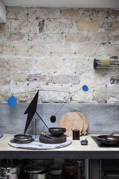 L'atelier d'Ema Pradère Warehouse Living, The Artist's Way, Culinary Arts, Decorative Objects, Backsplash, New Homes, Milk, Sculpture, Stone
