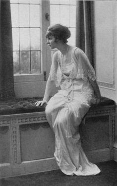 greatgdean:  Irene Castle in a tea gown 1913