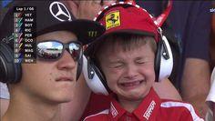 Jonge F1-fan (6) huilt tranen met tuiten als Raikkonen al in eerste ronde crasht. En dat laat zelfs 'Ice Man' niet onberoerd - HLN.be