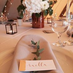BIG love for this Sami Tipi Styling - Gorgeous copper leaf place names by @pollyandmeuk at #thespringshowcase styling by @ticketybooevents floral design by @emywish  #copperleaf #caligraphy #tipiwedding #tablesetting #weddingstyling #weddinginspiration #copper #tipievent #samitipi #tipiweddin