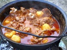 A gulyás titka, amit minden magyarnak ismernie kell! Lamb Recipes, Cooking Recipes, Healthy Recipes, Romania Food, Dutch Oven Cooking, Good Food, Yummy Food, Hungarian Recipes, Rind