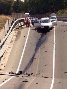 Viadotto crollato: azienda, ricostruiremo strada a nostre spese - Yahoo Notizie Italia