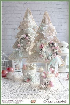 Chic Garden Simple and Creative Tips and Tricks: Shabby Chic Table Annie Sloan shabby chic bedding porches. Shabby Chic Tapete, Cocina Shabby Chic, Shabby Chic Salon, Shabby Chic Mode, Shabby Chic Garden, Shabby Chic Crafts, Shabby Chic Interiors, Vintage Shabby Chic, Shabby Chic Style