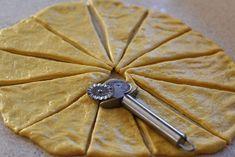 preparare-cornuri-moi-cu-magiun-1 Baking Recipes, Cake Recipes, Dessert Recipes, Cookie Desserts, No Bake Desserts, Baking Desserts, Cake Baking, Toffee Bars, Just Bake