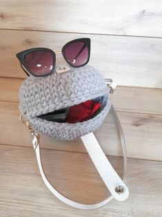 Silver gray bag for the summer, trending bag for the perfect dress. Silver Bags, Yarn Bag, Summer Trends, My Bags, Oakley Sunglasses, Real Leather, To My Daughter, Shoulder Strap, Gray