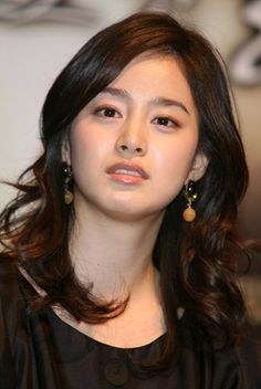Kim Tae-Hee - So I think Yong Pal is my second time seeing her in a drama. I really think she's doing a phenomenal job in Yong Pal! Can't wait to watch her more. Kim So Eun, Kim Tae Hee, Ulsan, Korean Beauty, Asian Beauty, Beautiful Asian Girls, Most Beautiful, Prity Girl, Korean Actresses