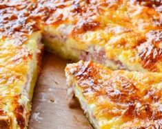 """Quiche lorraine facile et rapide. Today is """"Quiche Lorraine Day"""" and the key to making the perfect quiche is to keep it simple. Dieta Fodmap, Fodmap Recipes, Dairy Free Recipes, Fodmap Foods, Gluten Free Cooking, Cooking Recipes, Cooking Ideas, Bacon And Cheese Quiche, Cheddar Cheese"""