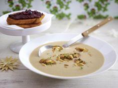 Unser beliebtes Rezept für Pilzcremesuppe mit Tapenaden-Rösti und mehr als 55.000 weitere kostenlose Rezepte auf LECKER.de.