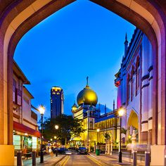 Step into Singapore's different districts, from well-known precincts to quaint little suburbs – each with its own distinct character and charm.