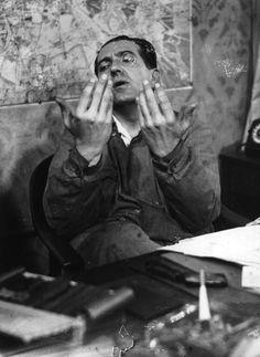 "Fritz Lang preparing ""Metropolis"""