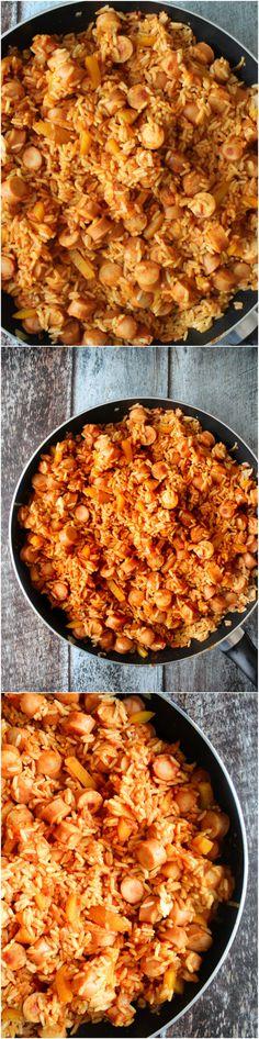 Easy sausage and rice - easy dinner recipe - easy meal Nem og lækker risret!   4 personer Du får brug for: 350 ml parboiled ris (som du koges efter at emballagen) 500 gram pølse (skiver) 1 løg hakket 2 knuste hvidløgsfed 1 gul peber skæres i mindre stykker 200 ml passata 200 ml vand 1 spiseskefuld curry 1 spiseskefuld paprika Salt og peber Lidt olie - pork and rice - fried rice