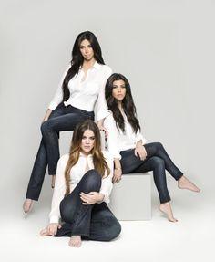 Images : Les soeurs Kardashian présentent leur nouvelle collection de jeans                                                                                                                                                                                 Plus