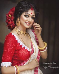 Crushing over this bengali bride-to-be look. Any bongs here? - Indiagram Wedding Community 🦋 media photos videos Best Picture For cotton Blouse For Your Taste You are looking for som Beautiful Girl Indian, Most Beautiful Indian Actress, Beautiful Saree, Bengali Saree, Bengali Bride, Pakistani, Bengali Bridal Makeup, Indian Bridal Fashion, Indian Wedding Bride