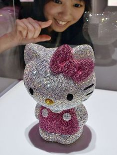 Swarovski-studded Hello Kitty is up for $14,500. Omg it is so pretty!