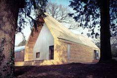Wolfson Tree Management Centre Mess Building / Invisible Studio – nowoczesna…