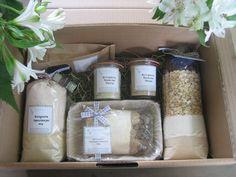 Kerstpakket met lekkere biologische bakproducten.