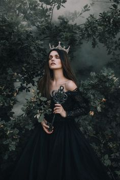 Fantasy Girl, Chica Fantasy, Fantasy Dress, Fantasy Queen, Fantasy Princess, Queen Aesthetic, Princess Aesthetic, Nature Aesthetic, Dark Photography