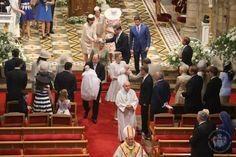 Prinz Jacques + Prinzessin Gabriella: Beim Auszug aus der Kirche nehmen Fürst Albert und Fürstin Charlène die ersten Glückwunsche entgegen.