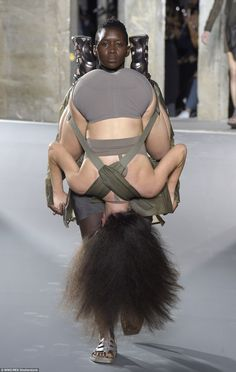 See all the Collection photos from Rick Owens Spring/Summer 2016 Ready-To-Wear now on British Vogue Catwalk Fashion, Fashion Week, Paris Fashion, Fashion Today, Rick Owens, Weird Fashion, Expressions, Spring Summer 2016, Mannequins