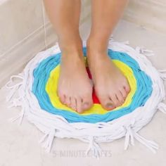 tapetes White Things white color k Cute Crafts, Diy And Crafts, Crafts For Kids, Arts And Crafts, Diy Crafts Rugs, Diy Rugs, Diy Crafts Videos, Cool Diy, Easy Diy
