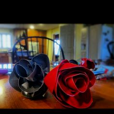 Valentine's Day project : DIY duct tape roses