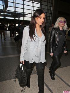 Kim Kardashian - Flowy Print Blouse, Black Leggings & Thigh-High Boots Kim Kardashian Pregnant, Kardashian Style, Thigh High Boots Outfit, Maternity Fashion, Maternity Style, Baby Warmer, Thigh Highs, Black Leggings, Style Me