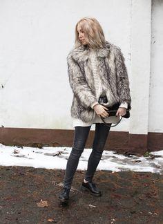 Fake Fur Jacke, fair, fair fashion, Look, lotd, ootd, L'Herbe Rouge, Strick, Knit, Weekday, Skinny Jeans, Vegan, Doc Martens, Stella McCartney, ootd, Outfit, Streetstyle, Winter, Fashion, Blog, stryleTZ