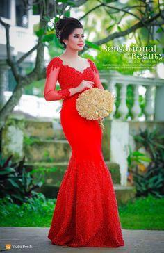 Going Away Dress, Saree Dress, Makeup Application, Dress Designs, Wedding Album, Kerala, Cowgirls, Beautiful Gowns, Wedding Attire