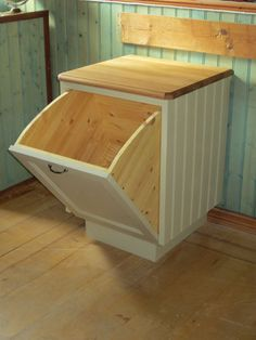 wld be perfect for laundry Woodworking Projects Diy, Diy Wood Projects, Home Projects, Diy Kitchen, Kitchen Decor, Trash Can Cabinet, Cuisines Design, Pallet Furniture, Home Kitchens