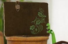 Hirschleder Tasche für Kindle - OACHBLADL von filzstueck auf DaWanda.com  #AmazonKindle #KindlePaperwhite #KindleVoyage #PaperwhiteTasche #VoyageTasche #PaperwhiteHülle #VoyageHülle