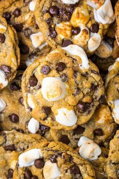 S'mores Chocolate Chip Cookies are thick, chewy, and loaded with so much gooey goodness. Easy to make and no chilling required! S'mores Chocolate Chip Cookies are thick, chewy, and loaded with so much gooey goodness. Easy to make and no chilling required! Baking Recipes, Cookie Recipes, Dessert Recipes, How Sweet Eats, Love Food, Sweet Recipes, Simply Recipes, Cookies Et Biscuits, Sweet Treats