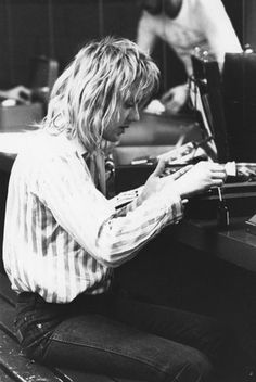 Roger Taylor backstage at the Montreal Forum. January 1977.