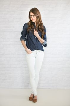 Great look for fall - white pants and chambray shirt! I will definitely copy it one of those September days when I don't know what to wear