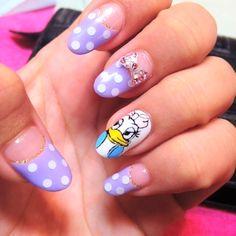 デイジーネイル☆紫のドットとの組み合わせが可愛いです ♥