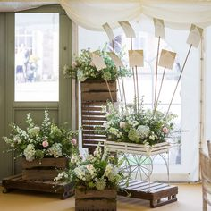 Stunning venue decorations by get knotted decorations visit http see our gallery of beautiful floral accessories to ensure your wedding day gives you some of junglespirit Gallery
