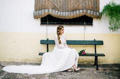 Una novia Jose Luis Zambonino con tocados Dmaniq. Bianca y Radiante como wedding planner y otros profesionales del sector en Cádiz.