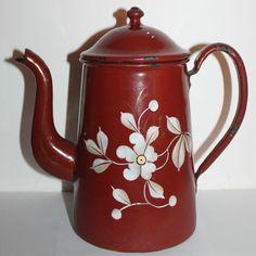 ancienne  cafetière émaillée décorée