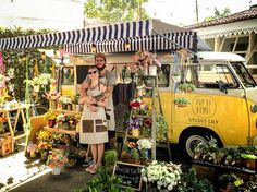 Awesome Florist Shop Design and Decor Ideas 34 - Awesome Indoor & Outdoor Flower Truck, Flower Cart, Foodtrucks Ideas, Food Truck Design, Mobile Shop, Deco Floral, Flower Stands, Most Beautiful Flowers, Simple Flowers