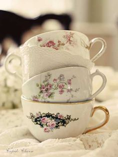I've always loved cups.They go perfectly with lace.