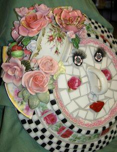mosaic jug flowers - Her Crochet Mosaic Pots, Mosaic Diy, Mosaic Crafts, Mosaic Projects, Mosaic Wall, Mosaic Glass, Glass Art, Stained Glass, Mosaic Ideas