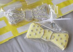 Trend alert: baby bow tie cookies for a baby shower #pamperspinparty