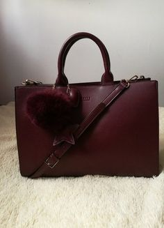 Kup mój przedmiot na #vintedpl http://www.vinted.pl/damskie-torby/torby-na-ramie/18216546-piekna-elegancka-bordowa-torebka-z-przywieszkami-mohito