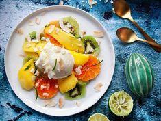 En frisk och fräsch efterrätt med härliga färger och sting i. Rekvisita (citruspress): Anna Wadle