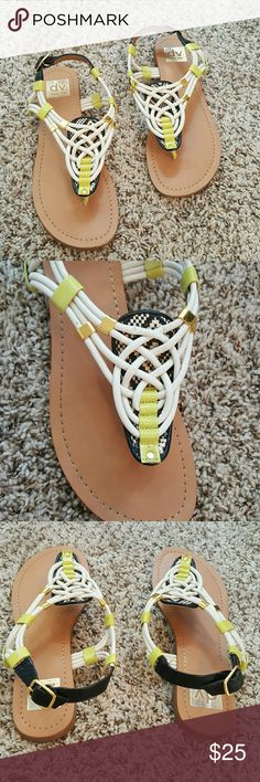 Dolce Vita Sandals Gently used sandals in good condition. A few small scuffs you can only see if you are looking really closely. Fit true to size.  *No trades *Bundle to save 10% Dolce Vita Shoes Slippers