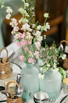 Easy breezy summer wedding flowers for table arrangements, like you just gathered flowers in a field