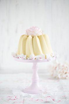 Heute gibt es etwas ganz besonders feines. Ein Cheesecake im Schokoladenkuchen. Quasi mein Pendant zum Weihnachtskuchen nur mit feinster weißer Schokolade. Wie dieser Kuchen entstanden ist, und was…